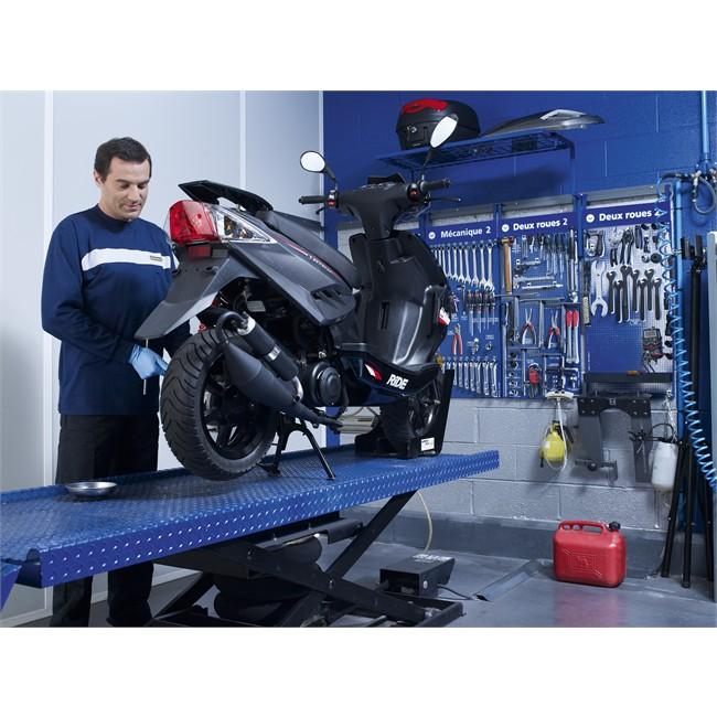 r paration crevaison tubetype sur roue de scooter d pos e. Black Bedroom Furniture Sets. Home Design Ideas